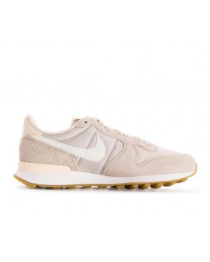 828407-028 Nike Femme Internationalist - Desert Sand/Blanche-Gum Marron