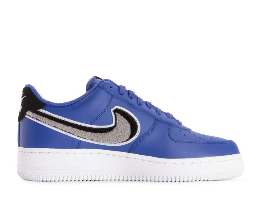 823511-409 Nike Air Force 1 07 Lv8 Chaussures - Game Royal/Grise-Noir-Blanche