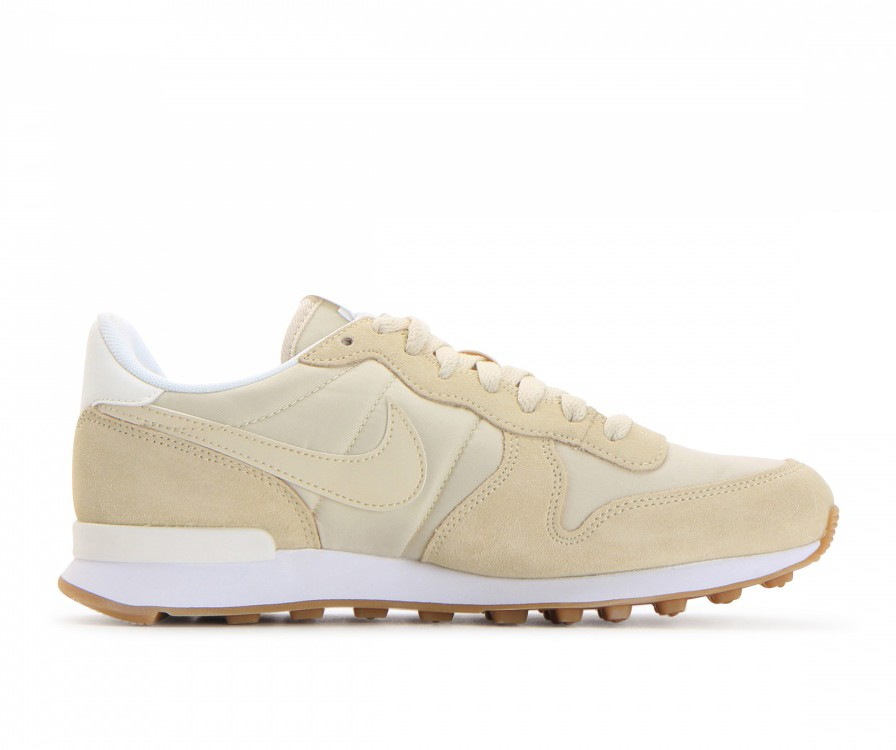 828407-206 Nike Femme Internationalist Chaussures - Fossil/Sail/Sail/Blanche